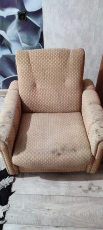Продам два кресла не раскладывается,