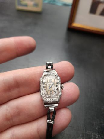 Ceas vechi aur Elena Lupescu