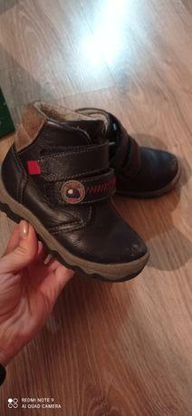 Ботинки осень кожа размер 24. 1000тг