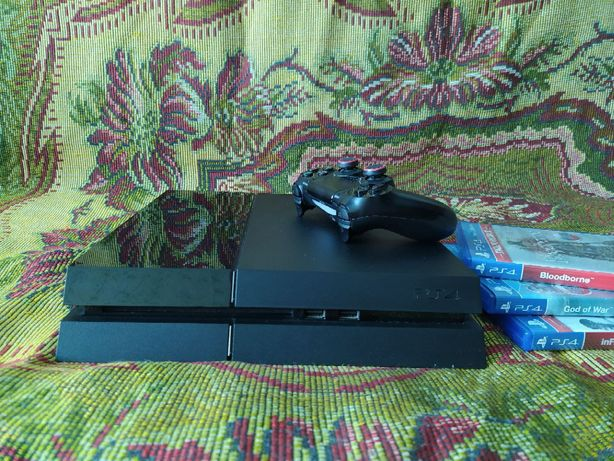 PlayStation 4 2015 + 3 игры