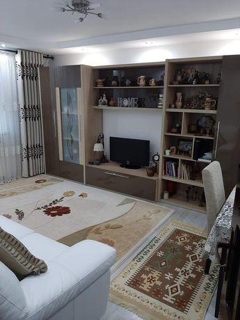 Vând apartament 3 camere decomandat!!