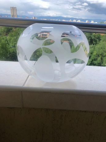 Стъклена кръгла ваза