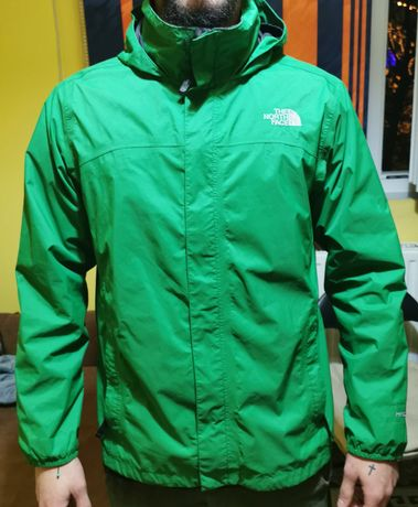The north face tnf hyvent, fit. M. Nu este captusita de iarna.