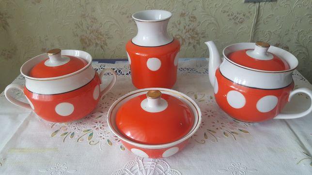 Чайный набор красный в белый горошек