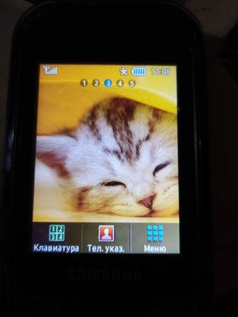 Продавам Малък телефон Самсунг