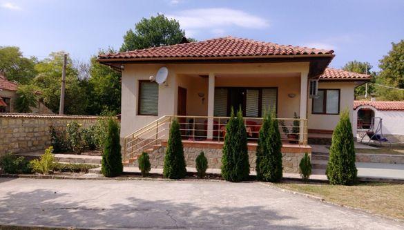 Къща с рибарник и градина с.Манастир
