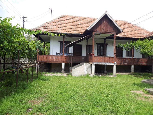 Vând casă în Arcani