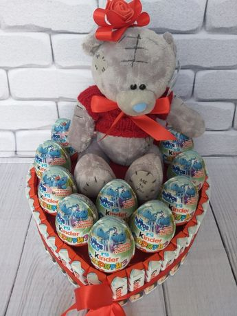 Наборы из конфет и сладостей. Мягкие игрушки и цветы.