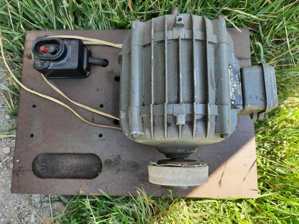 Электродвигатель на 220 вольт, переделан под точило.