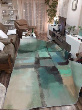 Продавам чисто нов килим