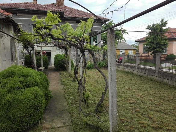 Продавам къща с двор в Ново село Видинско