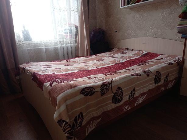 Продаётся двуспальная кровать