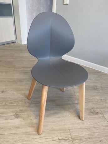 Продам стуля новые