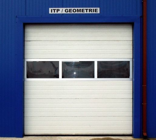 Usa industriala sectionala izolata 3000L/3000H standard de la 798 euro