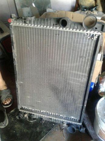 Продам радиатор на мерседес.