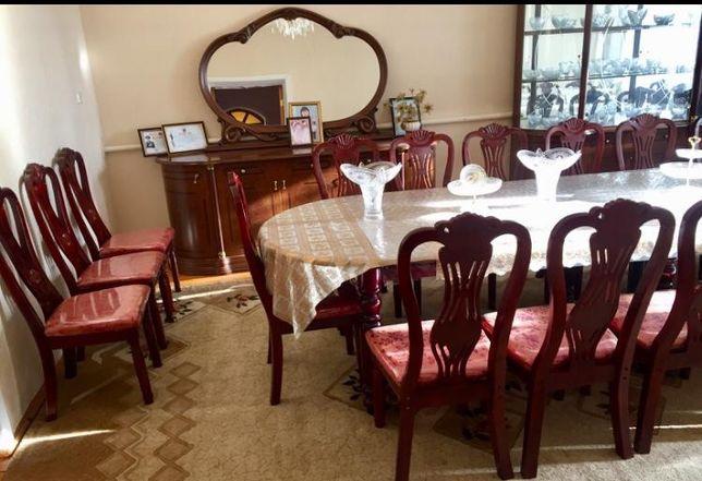 Комод, стол, стулья, горка