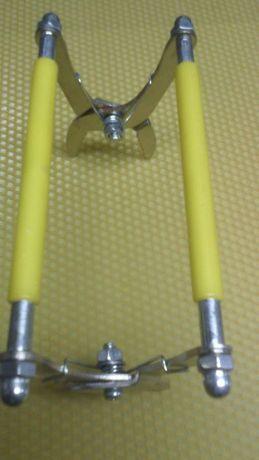 Клещи за вадене на пчелни рамки с пластмасова дръжка