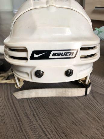 Продам детскую хоккейную каску