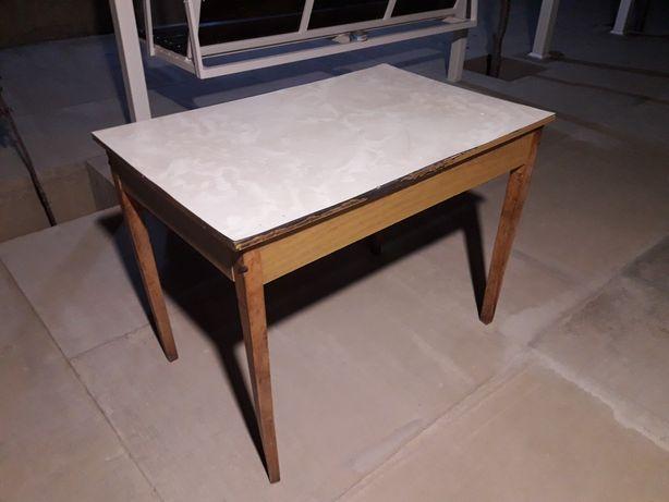 Продам стол советский со съемными ножками Стол б/у , не шатаеться. . .