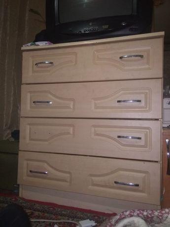 Продам комод состояние хорошее и тряпочный шкаф для одежды