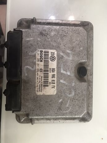 Блок управления двигателем на Фрльксваген Гольф 4(2.0)