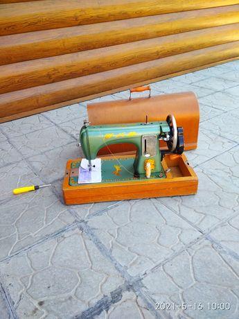 Швейная машинка .