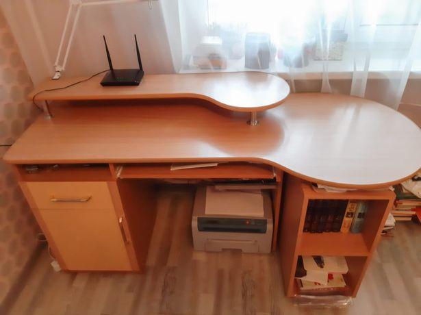 Стол для детей школьного возраста.