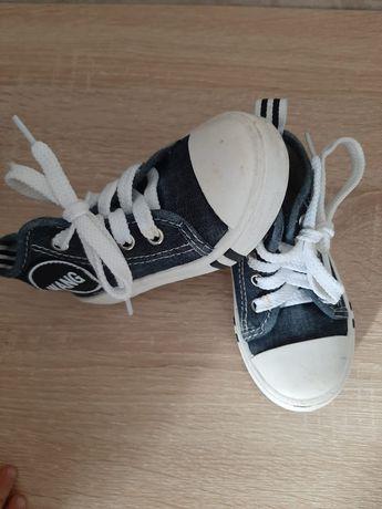 Детская обувь кеды в отличном состоянии