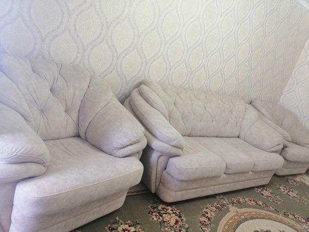 Продам диван почти новый