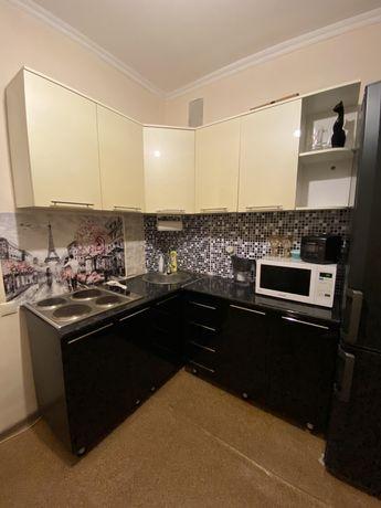 Кухонный гарнитур со встроенной электроплитой