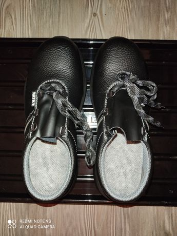 Продавам работни обувки