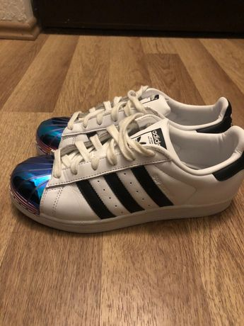 Adidas superstar metalic front