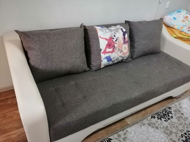 Продаётся диван не дорого. В отличном состоянии. Пружинный.
