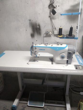 Продам промышленную швейную машинку