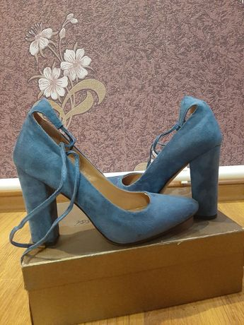 Новые туфли 39 размера