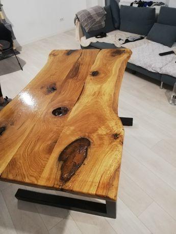 Masa living din lemn masiv