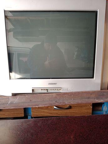Телевизор сони в хорошем состоянии