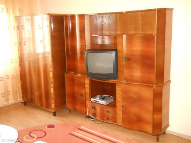 Set mobila (colectionari/restauratori - 30 ani) furnir de nuc curbat