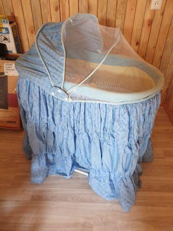 Люлька кроватка с подушкой в хорошем состоянии кочается