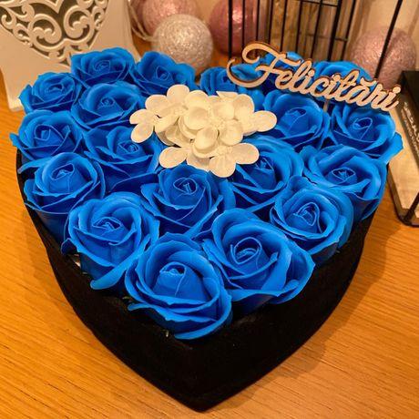 Aranjamente cu flori de sapun si ursuleti din trandafiri de spuma