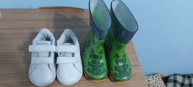 Adidași adidas și cizmulițe de ploaie