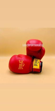 Боксерская перчатка шлем