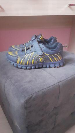 Продам кроссовки  35- 36 размера