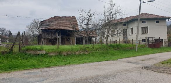 Къща с плевня в Априлци