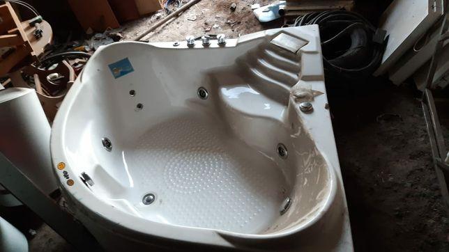 Ванна  джакузи. 25