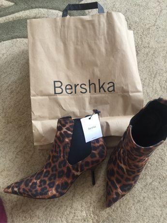 Сапоги фирмы Bershka , размер 39