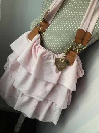 Geantă prosop roz cu breloc auriu