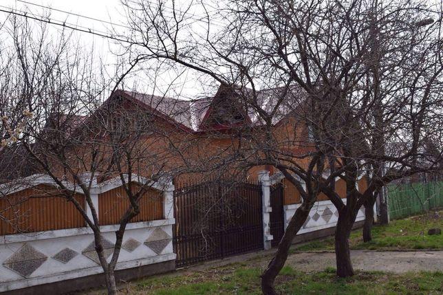 De vânzare casa mare 130 000€ Casa mică 48 000€ negociabil.