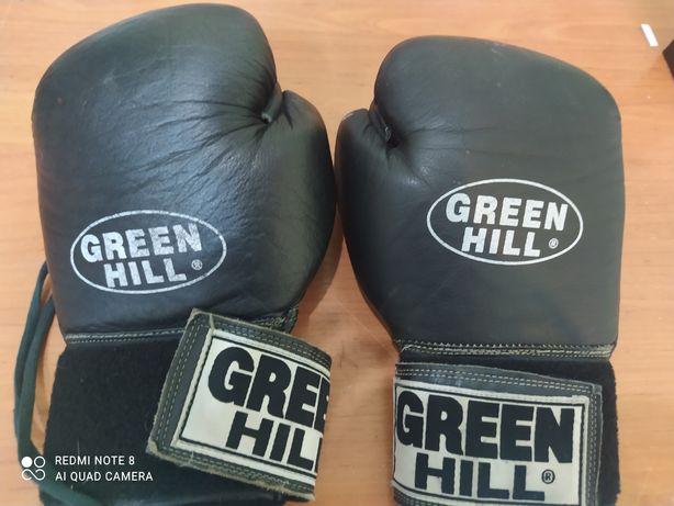 Продам боксерские перчатки натур кожа