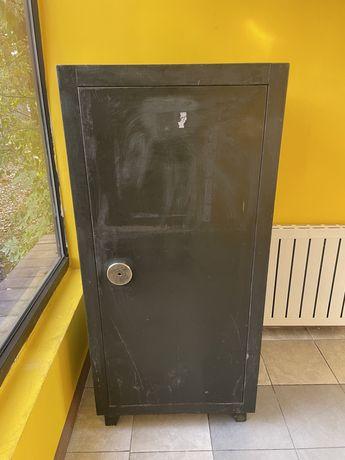 Продам взломостойкий сейф (3 класс)